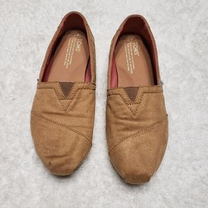 TOMS MICROSUEDE SLIP-ON FLATS
